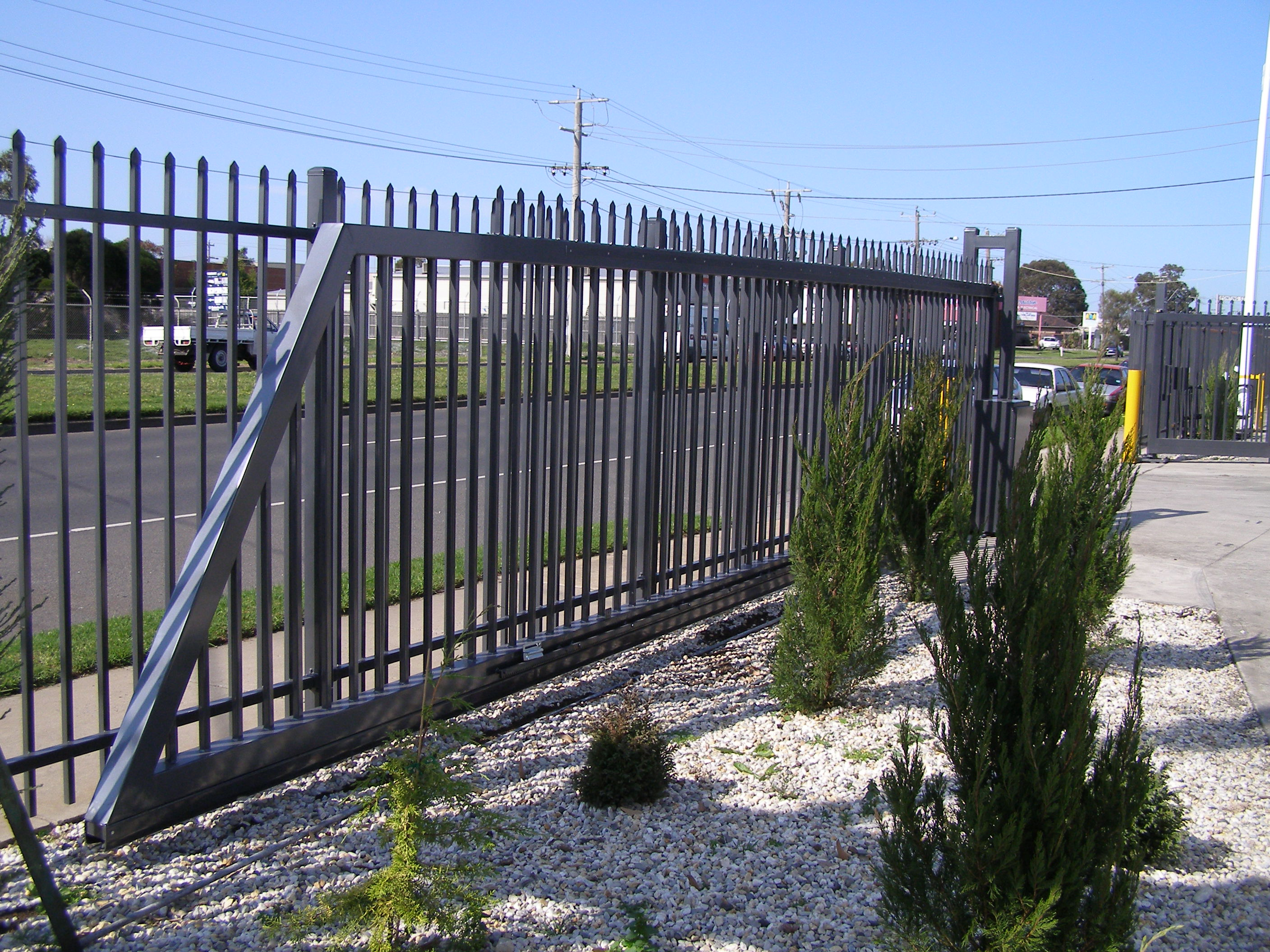 Cantilever sliding security gate