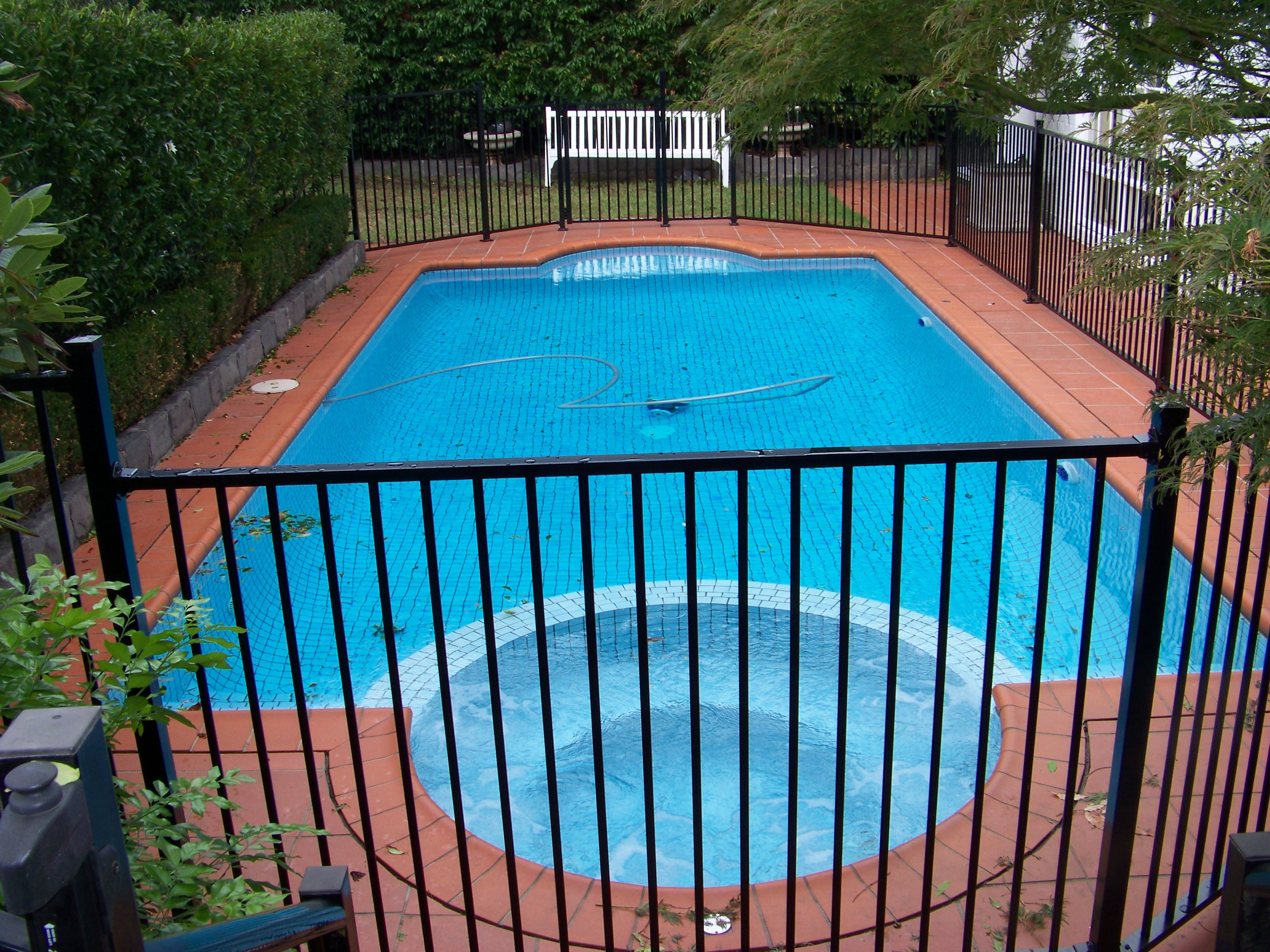 Pool fencing melbourne glass pool fences melbourne pool fencing flat top baanklon Images
